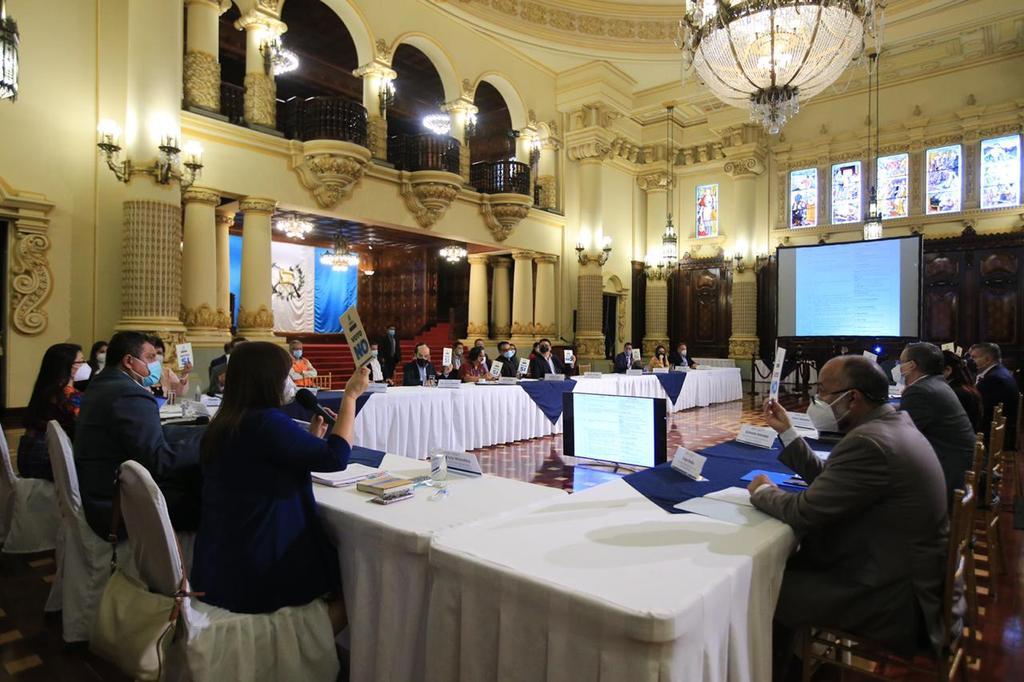 Guillermo Castillo, vicepresidente, encabeza la reunión de seguimiento al acuerdo de desarrollo y paz de San Mateo Ixtatán.
