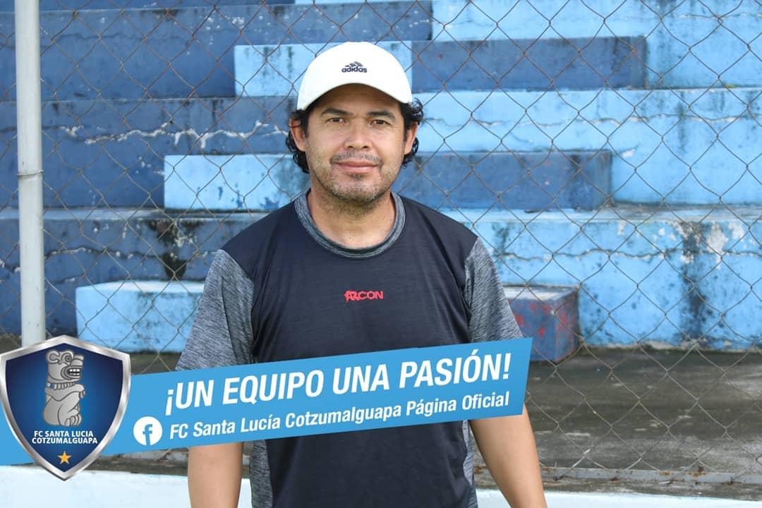 Sergio Guevara fuera de Santa Lucía