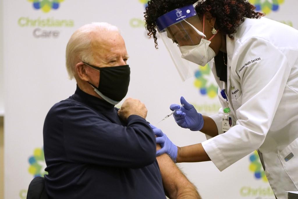 Joe Biden recibe la vacuna contra el Covid-19