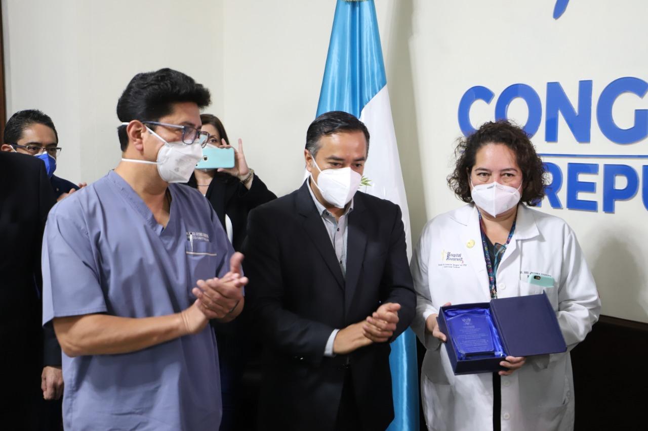 comisión de Derechos Humanos otorga reconocimiento a personal que atiende Covid-19