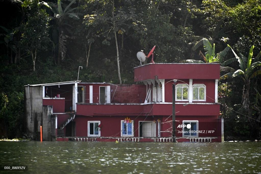 inundación en aldea Campur, Alta Verapaz, por huracanes Eta e Iota
