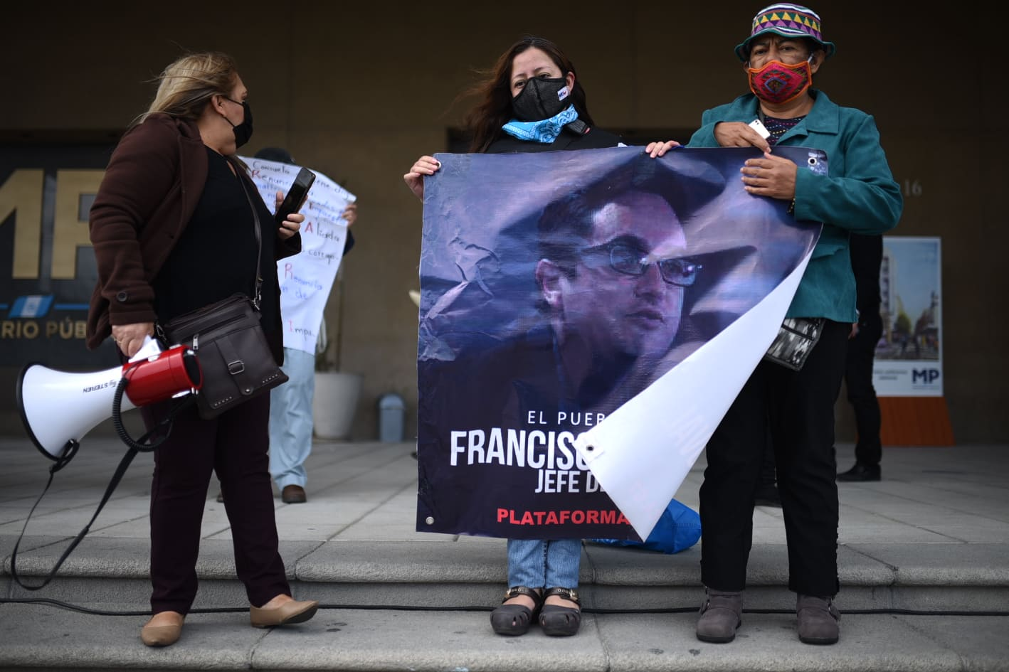 manifestación en el MInisterio Público para exigir la renuncia de la fiscal general Consuelo Porras