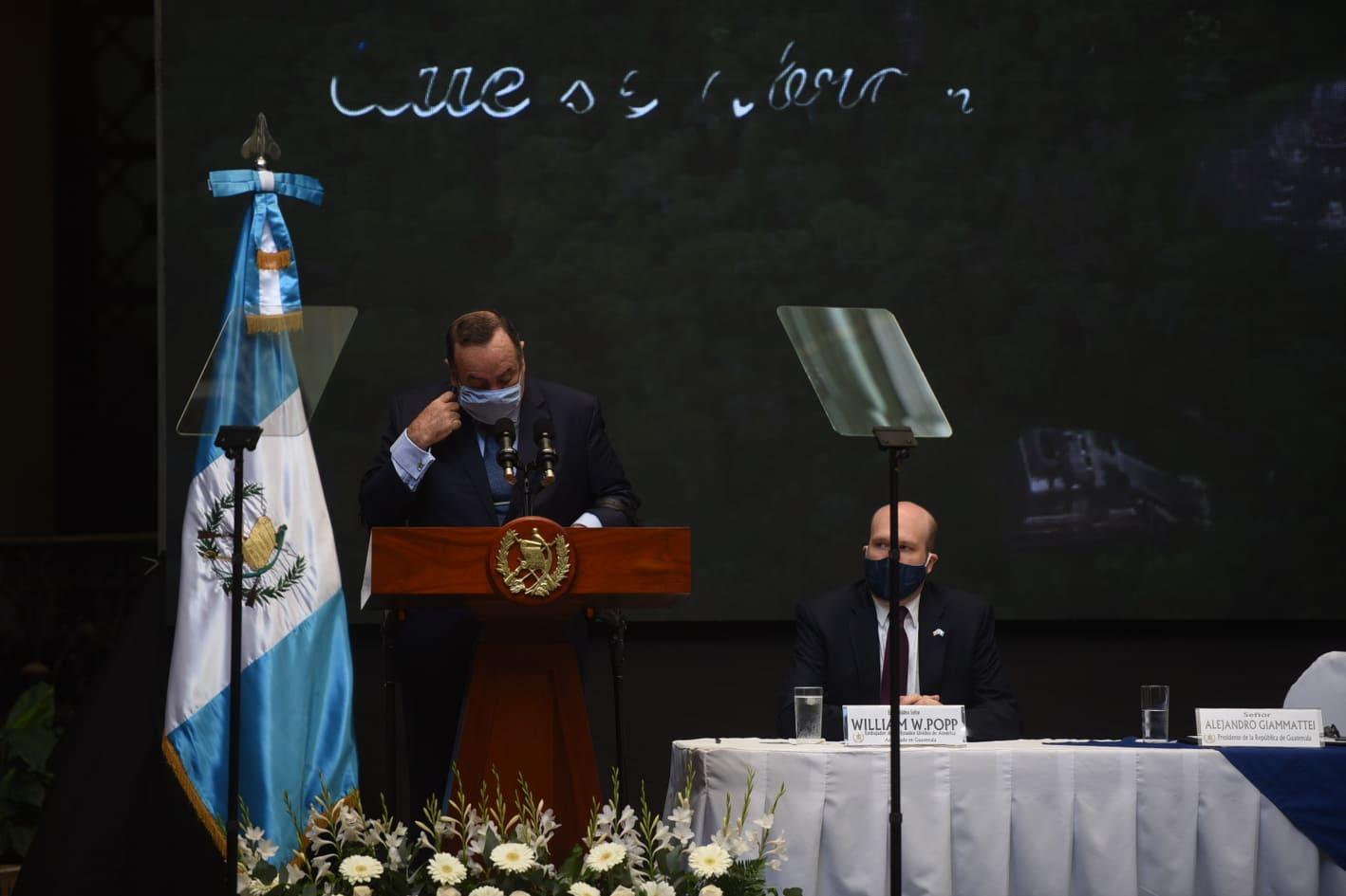 presidente Alejandro Giammattei en acto por día contra la Corrupción