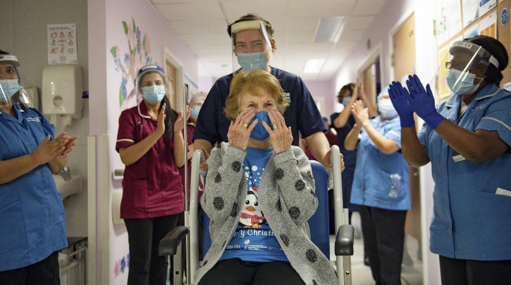 Margaret Keenan recibe la primera vacuna contra el Covid-19 de Pfizer y BioNTech