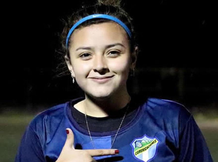 Futbolista Sharon Santa Cruz