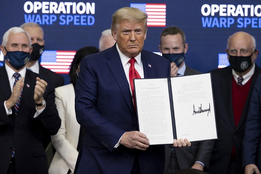 Donald Trump firma acuerdo sobre vacunas para Estados Unidos