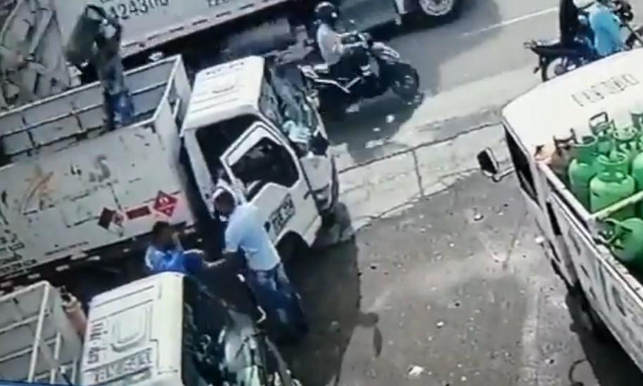 Vendedor de gas golpea a ladrón con un cilindro y evita asalto