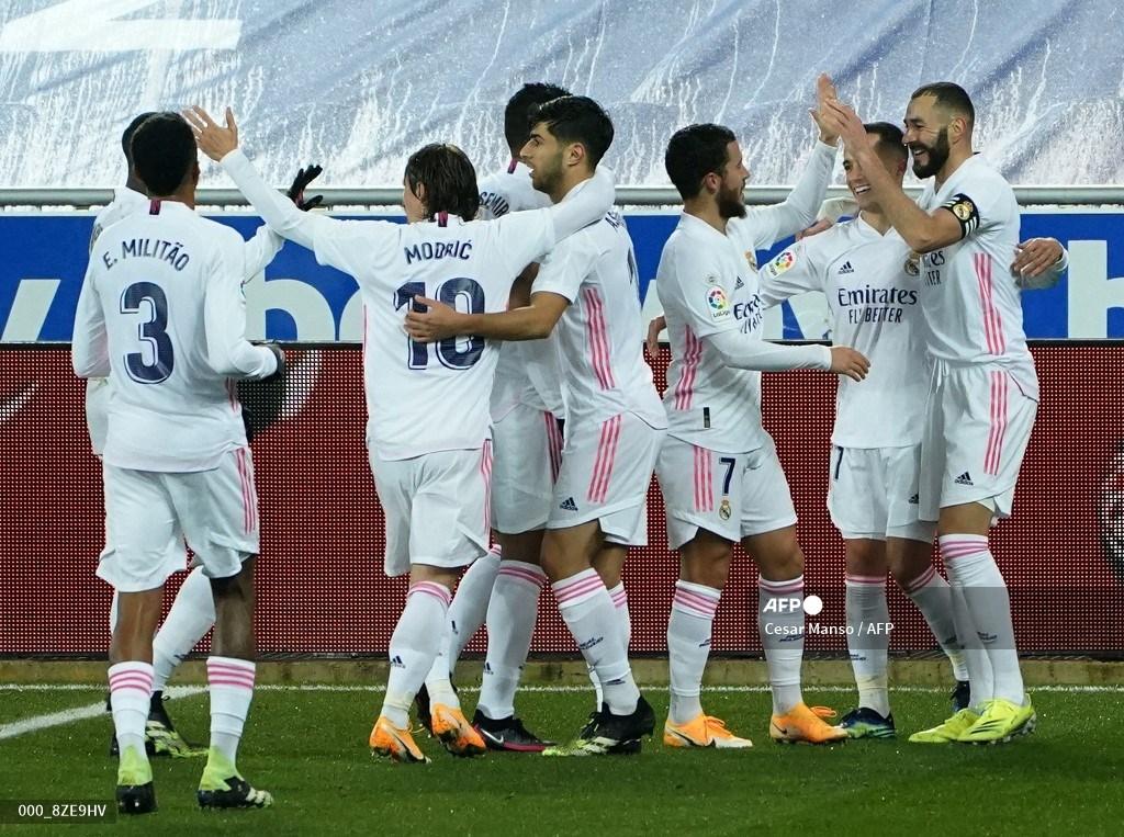 Triunfo del Madrid con doblete de Benzema