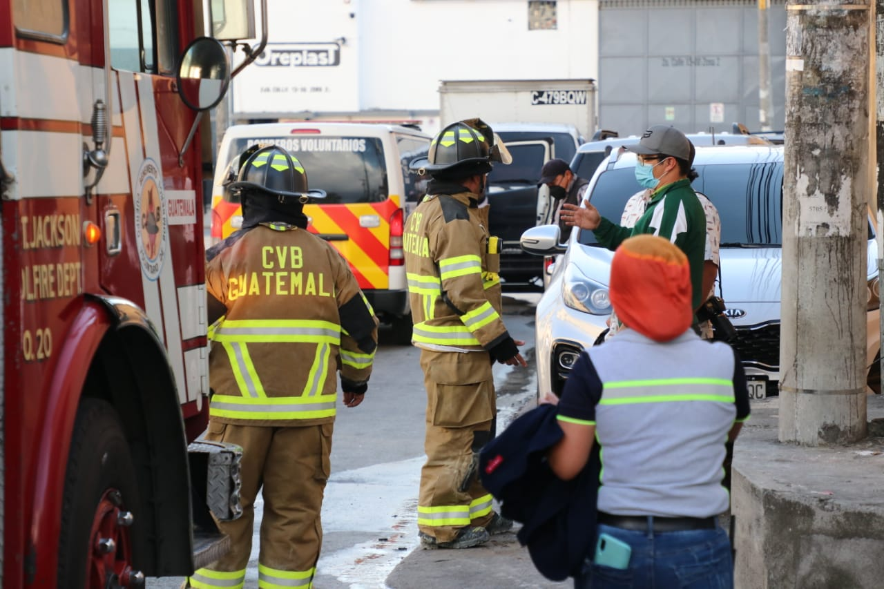 Bomberos Voluntarios cubren emergencia.
