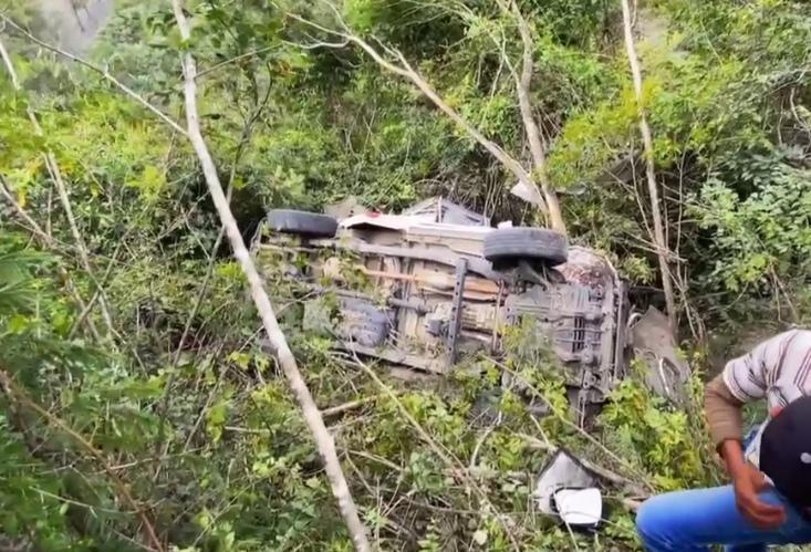 ambulancia de bomberos Voluntarios cae a barranco en Quiché