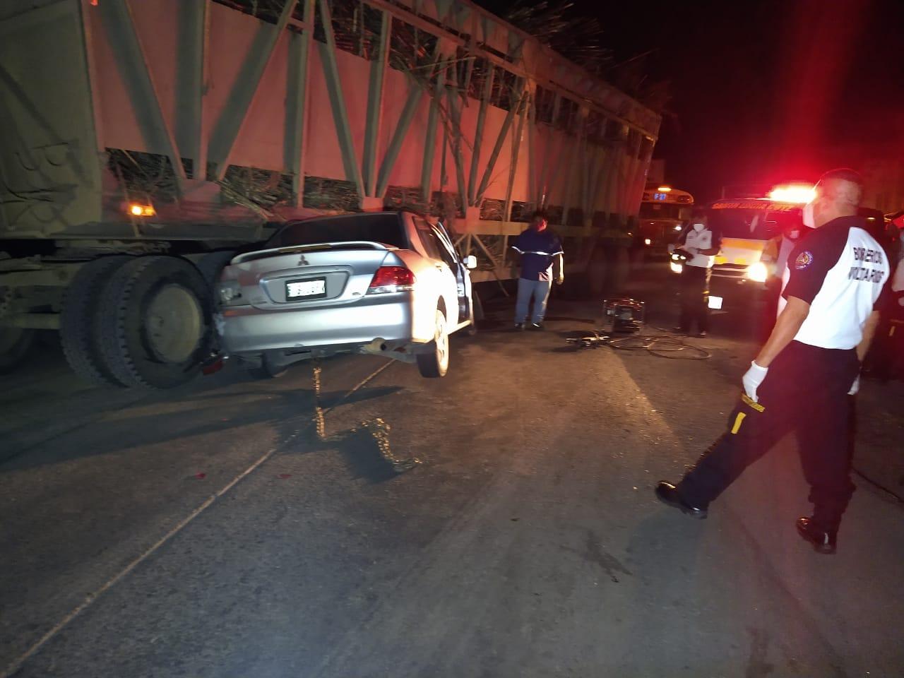 Un muerto tras chocar vehículo y jaula cañera en Escuintla