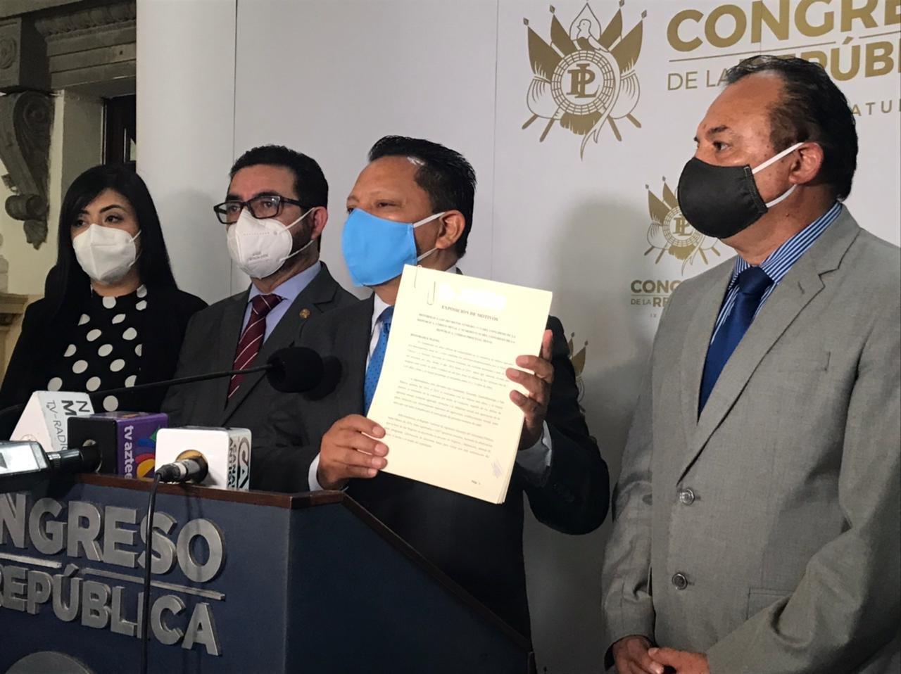 Diputados de Viva presentan iniciativa de castración química de violadores