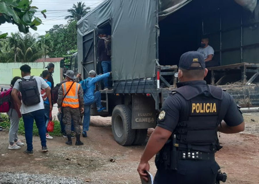 Hondureños remitidos a Migración por PNC