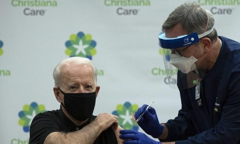 Joe Biden recibe segunda dosis de vacuna contra el coronavirus