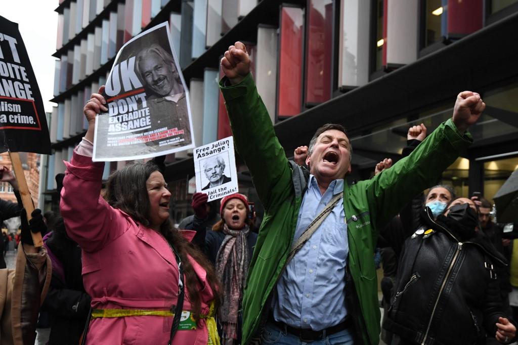 Rechazan extradición de Julian Assange a Estados Unidos
