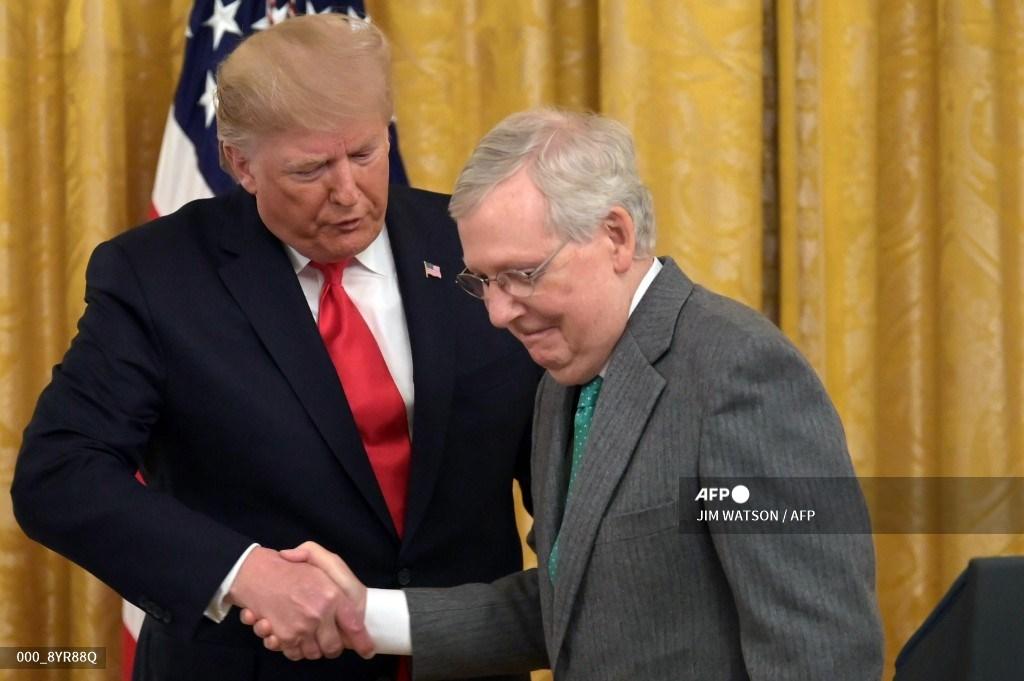 Donald Trump y Mitch McConnell