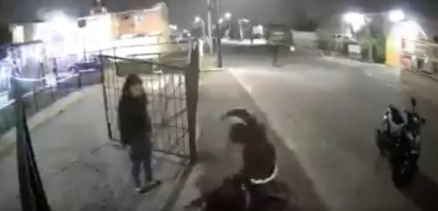 Vecinos dan brutal golpiza a hombre que disparó contra familia