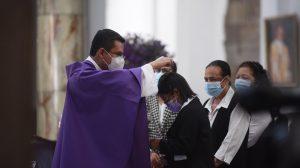 miércoles de ceniza, cruz de ceniza, durante pandemia del Covid-19