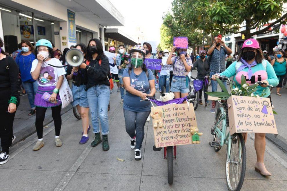 Mujeres y niñas protestan en el Centro Histórico