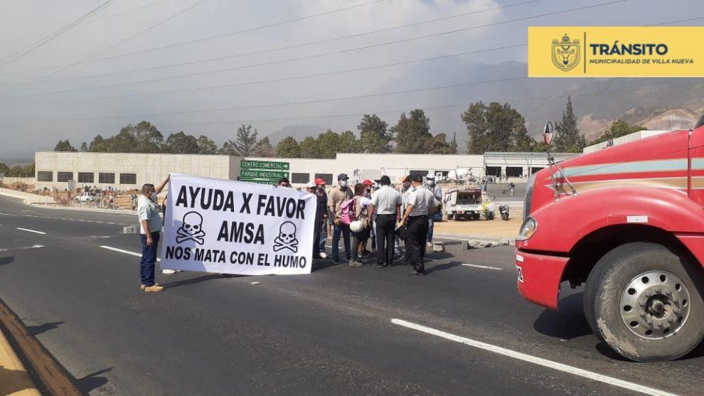 manifestación en ruta al Pacífico por incendio en vertedero de Villa Nueva