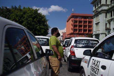 manifestación de taxistas contra pago de seguro en zona 1