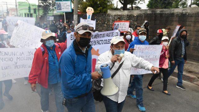 manifestación de trabajadores de la Secretaría de Bienestar Social