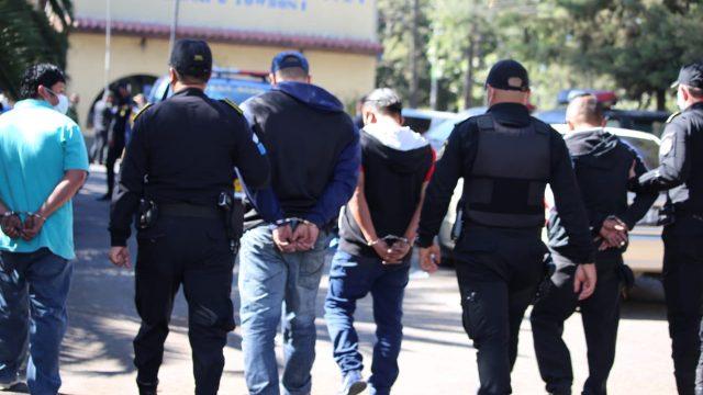 Presuntos saqueadores capturados en zona 11