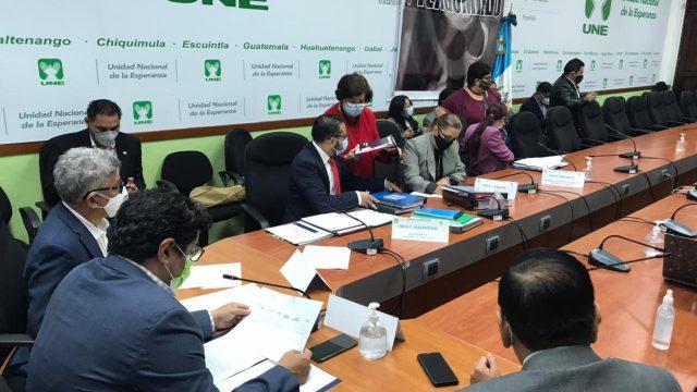 Diputados buscan información de contagios de COVID-19 en la comunidad educativa.