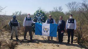 Colocan altar en lugar de masacre de guatemaltecos, en Tamaulipas, México