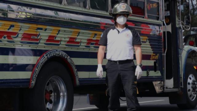 Ayudante de bus muere tras ataque armado en calzada Roosevelt