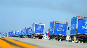 Camiones que transportan vacunas contra el Covid-19 en El Salvador