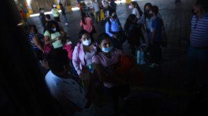 Personas viajan desde el Cenma en Semana Santa