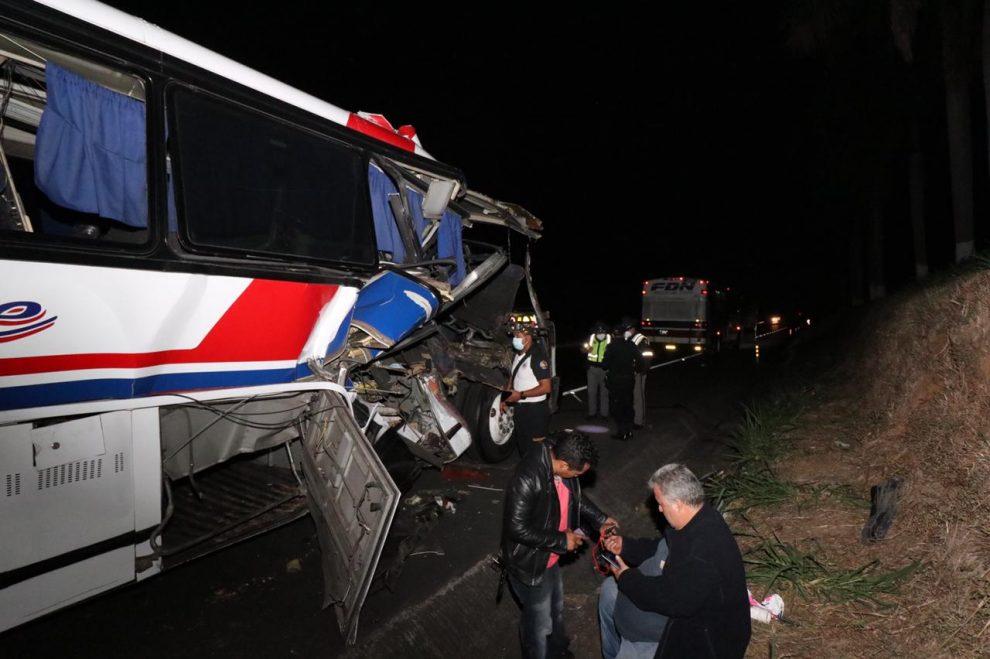 Hondureños heridos por accidente de tránsito en Escuintla