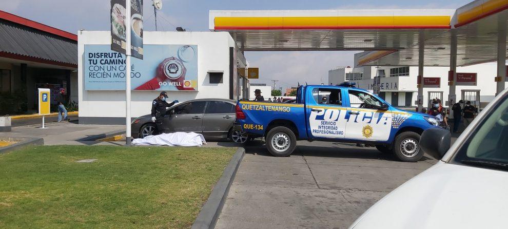 Fallecido en interior de carro estacionado en gasolinera de Quetzaltenango