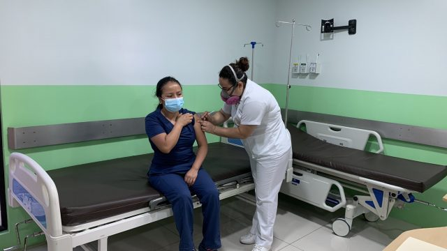 Covid-19: Hospital Roosevelt inicia segunda jornada de vacunación