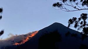 incendio forestal en el volcán Atitlán