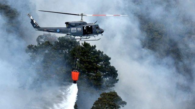 Combaten desde el aire incendio en faldas del volcán Atitlán