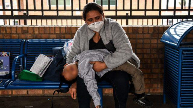 Guatemalteca viaja a EE. UU. con su hijo y se acoge a normativa de Biden