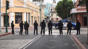 agentes de PNC resguardan el Congreso antes de elección de magistrados de CC