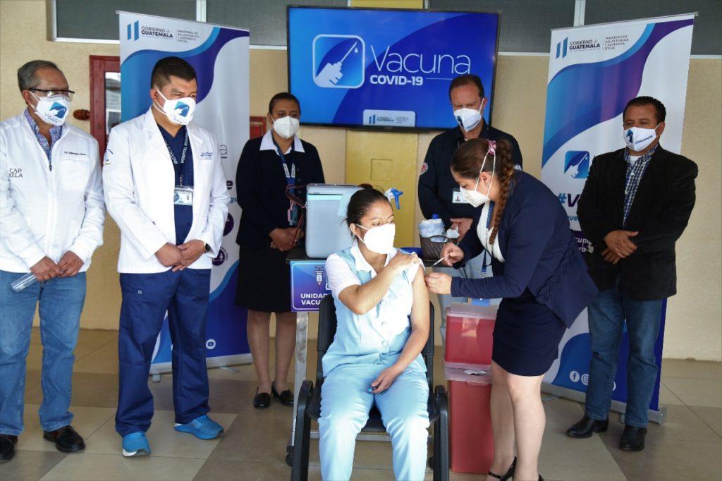 vacunación contra Covid-19 en hospital regional de Occidente