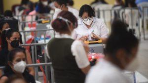 vacunan contra Covid-19 a personal de salud de hospitales privados