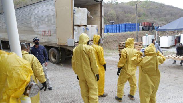 Autoridades destruyen precursores químicos usados para la elaboración de droga sintética.