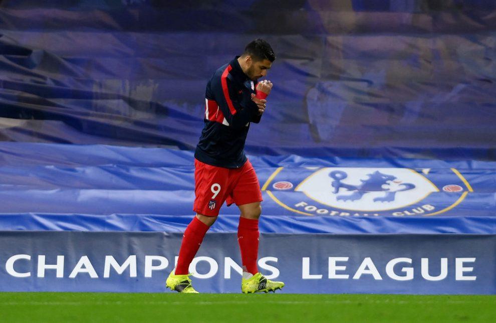 Luis Suárez se lesiona de su rodilla izquierda