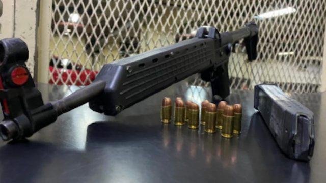 PNC incauta una carabina y captura a una mujer en la zona 3 de la capital.