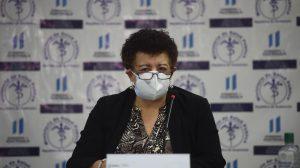 conferencia autoridades del Ministerio de Salud sobre vacunación por Covid-19