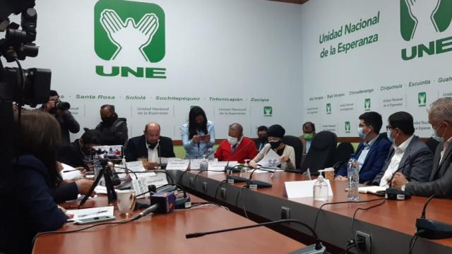 Diputados cuestionan aplicación de vacunas contra Covid-19 a extranjeros
