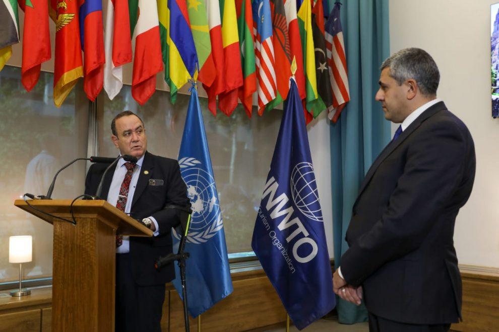 Presidente Alejandro Giammattei y Zurab Pololikashvili, secretario de la OMT