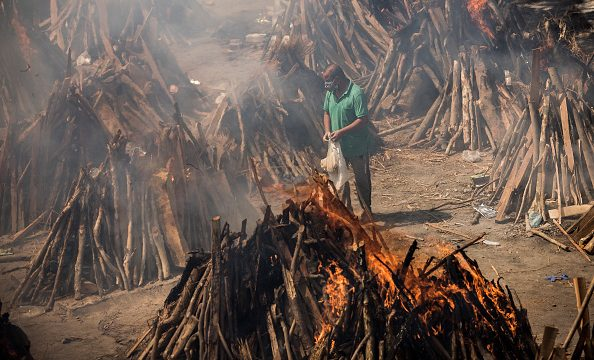 Cremaciones masivas en la India por el Covid-19