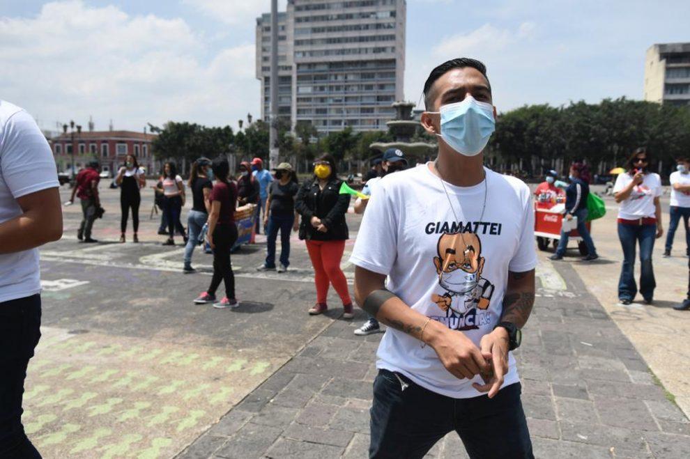 Trabajadores de restaurantes y centros nocturnos protestan contra Ley Seca