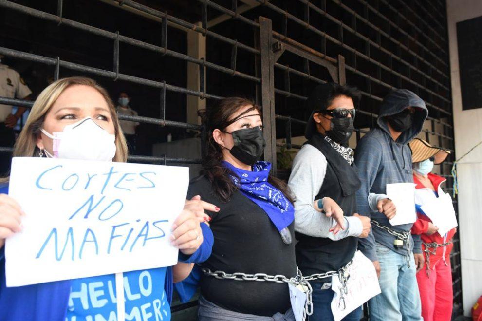 manifestación frente a la Corte de Constitucionalidad